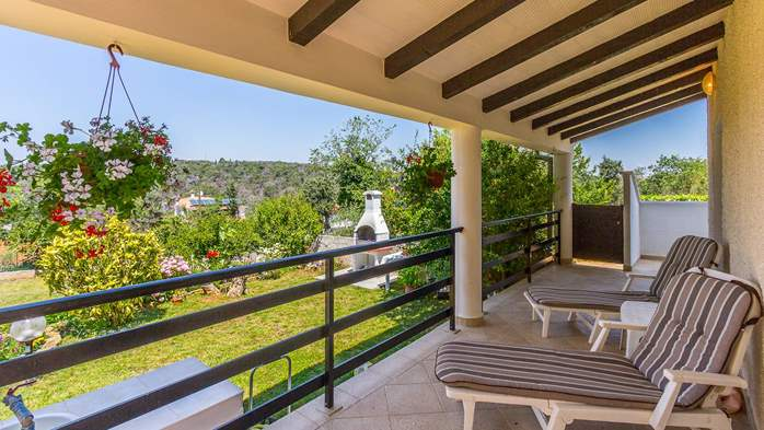 Bright air-conditioned apartment with private covered terrace, 14