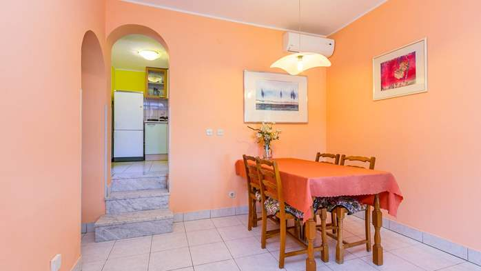 Bright air-conditioned apartment with private covered terrace, 5
