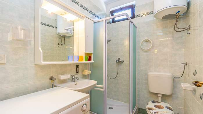 Bright air-conditioned apartment with private covered terrace, 11