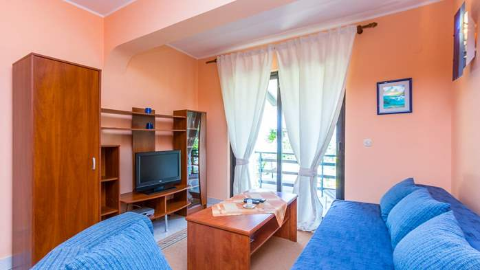 Bright air-conditioned apartment with private covered terrace, 3