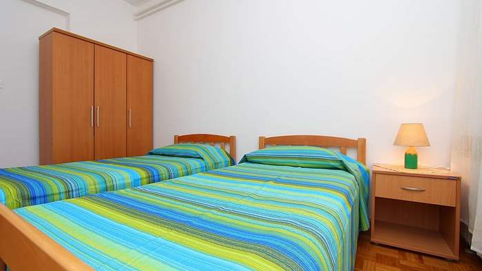 Apartment for 8-9 persons with pleasant ambience, private balcony, 8