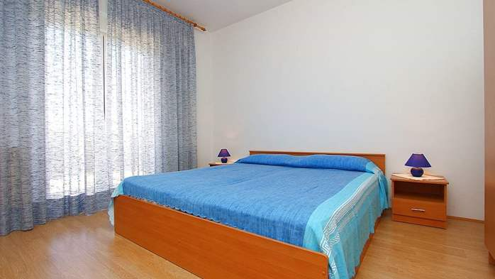 Apartment for 8-9 persons with pleasant ambience, private balcony, 13