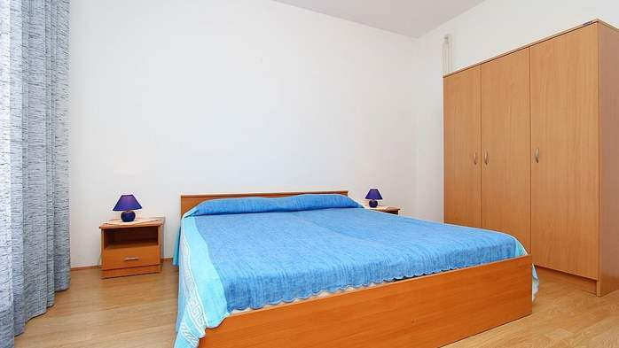 Apartment for 8-9 persons with pleasant ambience, private balcony, 14