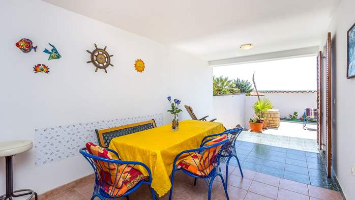 Charming apartment with terrace, only 350 m to the sea, 12
