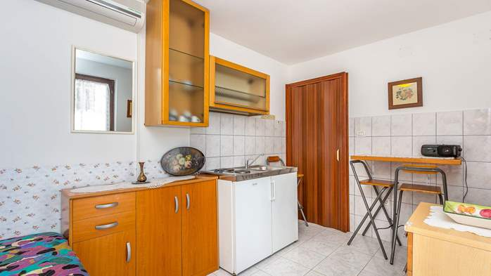 Charming apartment with private balcony and terrace, 7
