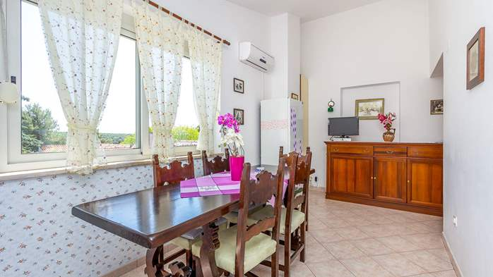 Charming apartment with private balcony and terrace, 10