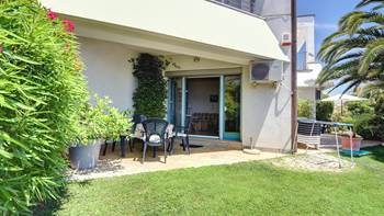 Studio apartment in Medulin with terrace, 50 m from the sea, WiFi, 8
