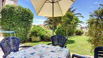 Nice studio apartment with sea view and a beautiful lawn, 10