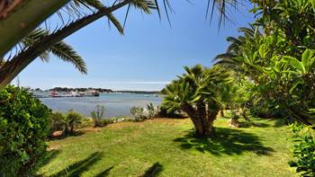 Nice studio apartment with sea view and a beautiful lawn, 11