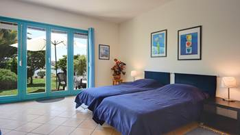 Nice studio apartment with sea view and a beautiful lawn, 2