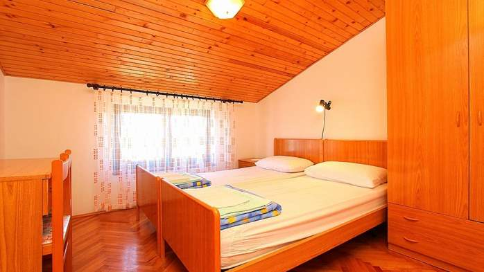 Detached house in Medulin offers accommodation for 18 persons, 37