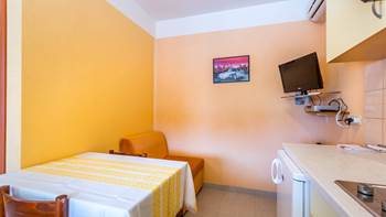 Small apartment with terrace for three, bedroom, WiFi, parking, 5