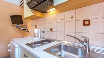 Small apartment with terrace for three, bedroom, WiFi, parking, 6