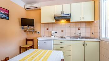 Small apartment with terrace for three, bedroom, WiFi, parking, 7
