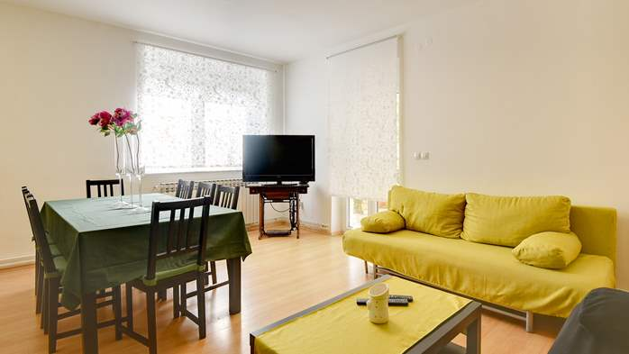 Cozy and bright apartment with big terrace, shared pool and WIFI, 8