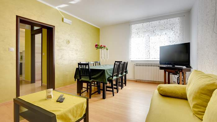 Cozy and bright apartment with big terrace, shared pool and WIFI, 9