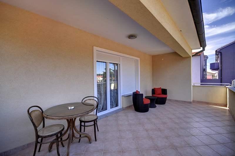 Prenotatevi subito appartamenti a medolino con piscina comune for Appartamenti arredati moderni