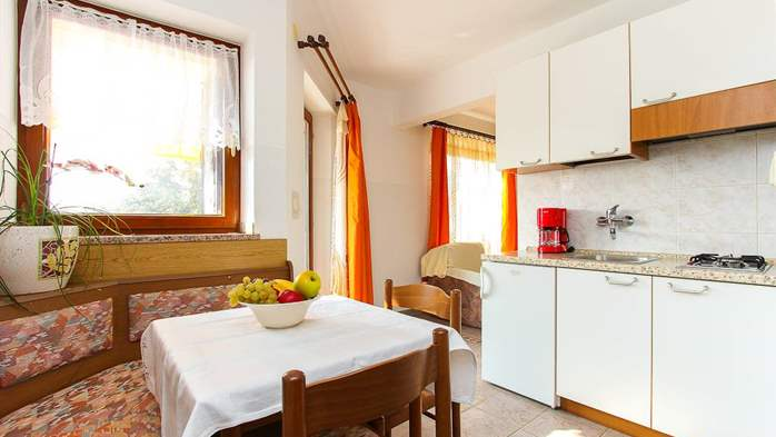 Charming studio apartment for two in Medulin, parking, WiFi, 3