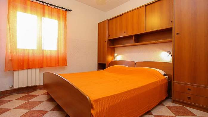 Apartment with double bed and private terrace for 4 persons, 2