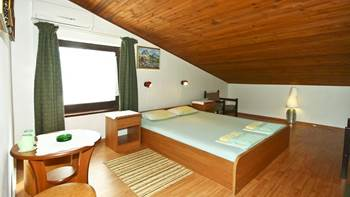Room for two persons in the attic, bathroom with shower, parking, 1