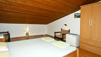 Room for two persons in the attic, bathroom with shower, parking, 3