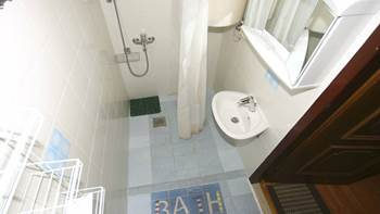 Room for two persons in the attic, bathroom with shower, parking, 5