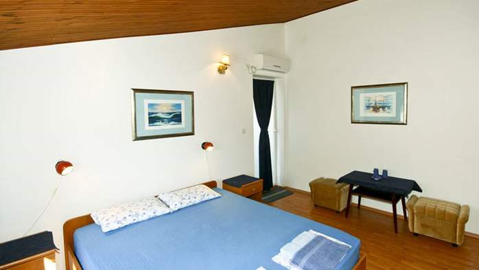 Lovely room with private balcony and sea view for two, parking, 2