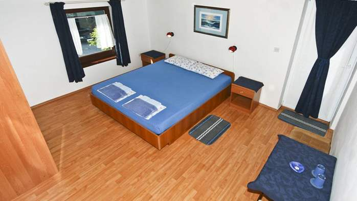 Lovely room with private balcony and sea view for two, parking, 3