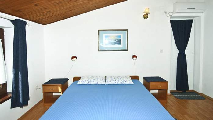 Lovely room with private balcony and sea view for two, parking, 7
