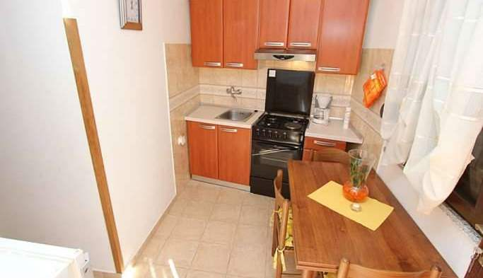 Nice little air conditioned house in Pomer with terrace and BBQ, 17