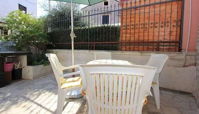Nice little air conditioned house in Pomer with terrace and BBQ, 18