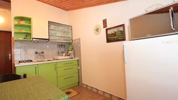 Small apartment near the sea with balcony and sea view, 3