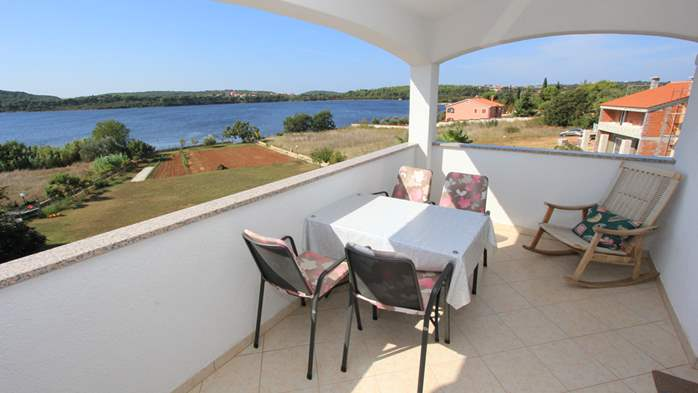 Small apartment near the sea with balcony and sea view, 10