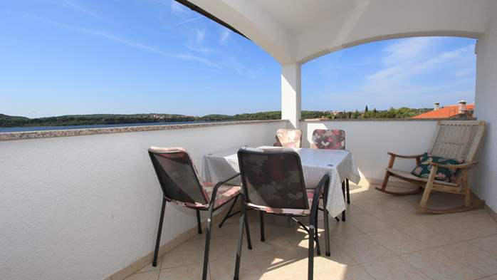 Small apartment near the sea with balcony and sea view, 13