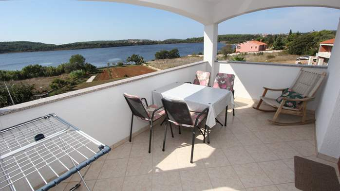 Small apartment near the sea with balcony and sea view, 11