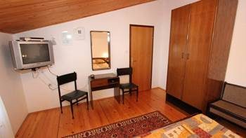 Two bedroom apartment, 100 m from the sea, 4 persons, SAT-TV, 5