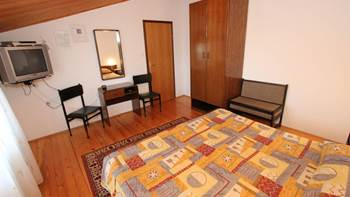 Two bedroom apartment, 100 m from the sea, 4 persons, SAT-TV, 6