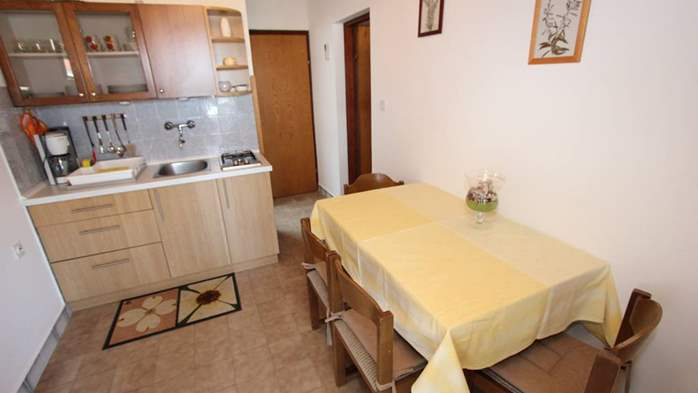 Two bedroom apartment, 100 m from the sea, 4 persons, SAT-TV, 2