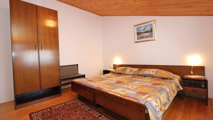 Two bedroom apartment, 100 m from the sea, 4 persons, SAT-TV, 4