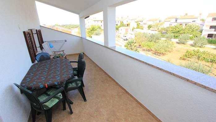Two bedroom apartment, 100 m from the sea, 4 persons, SAT-TV, 11