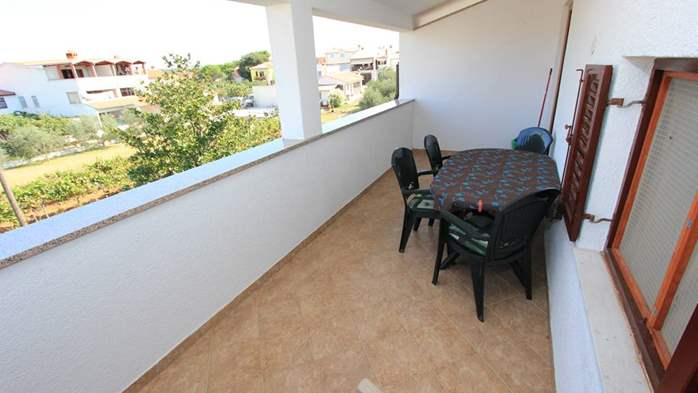 Two bedroom apartment, 100 m from the sea, 4 persons, SAT-TV, 12