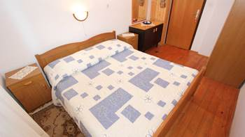 Two bedroom apartment, 100 m from the sea, 4 persons, SAT-TV, 7
