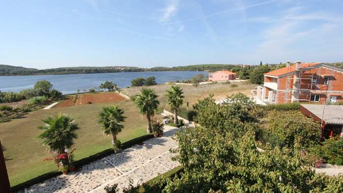 Two bedroom apartment, 100 m from the sea, 4 persons, SAT-TV, 14
