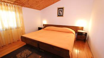 Room with private bathroom and balcony with sea view, parking, 2