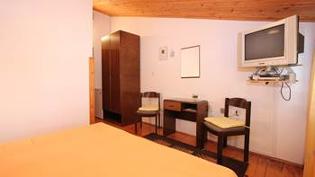 Room with private bathroom and balcony with sea view, parking, 6