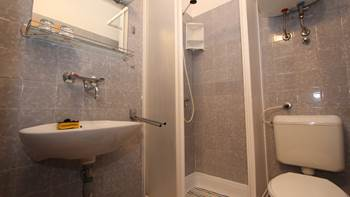 Room with private bathroom and balcony with sea view, parking, 5