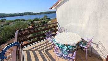 Room with private bathroom and balcony with sea view, parking, 7