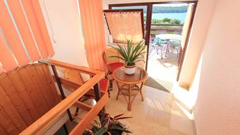 Room with private bathroom and balcony with sea view, parking, 8