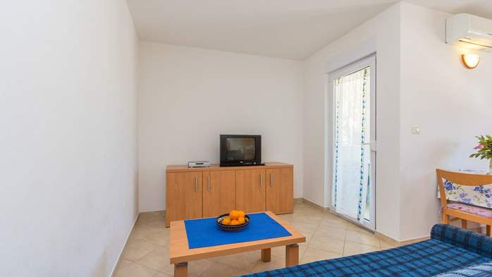 Friendly apartment close to natural park Kamenjak for 4 persons, 5