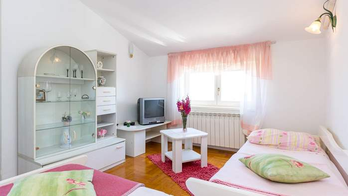 Apartment in the attic with an unbeatable sea view in Pula, 6